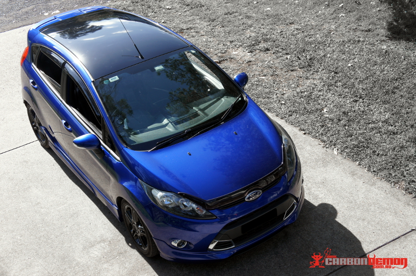 Ford Fiesta gloss black roof wrap