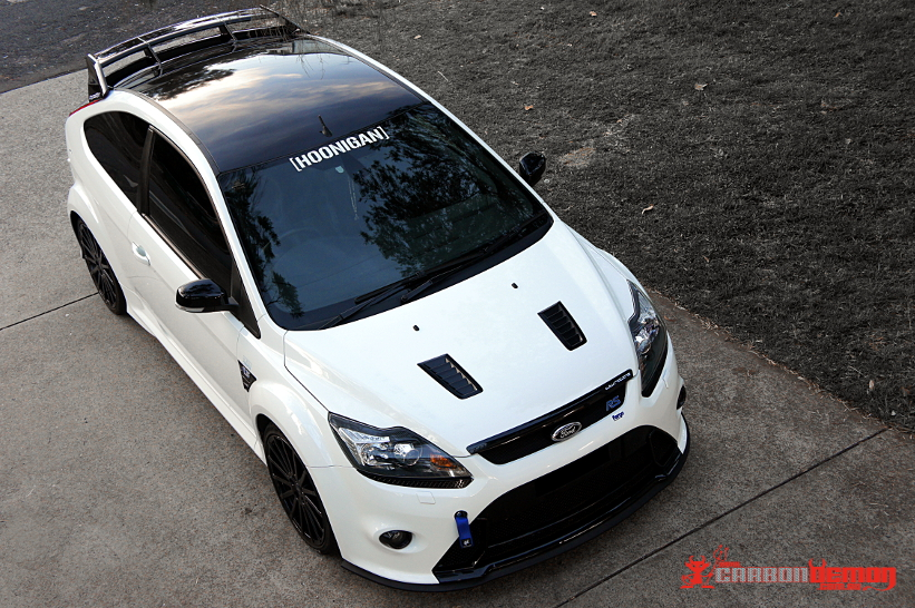 Ford Focus RS gloss black roof vinyl wrap
