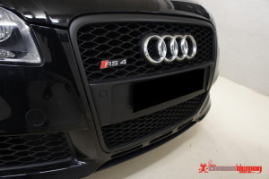 RS4 Black grille vinyl wrap