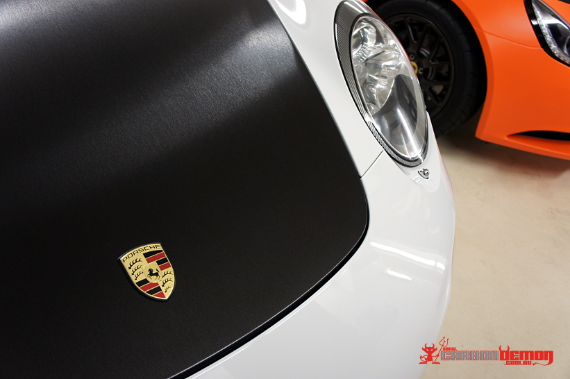 911 997 bonnet wrapped with Avery Dennison vinyl - Brushed black metal