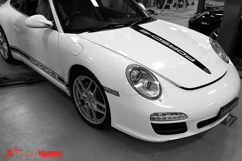 Porsche Vinyl Wrap Carbon Demon